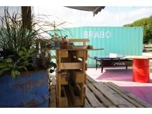 Vid Garaget Food Truck går det att spela pingis, basket eller gå på styltor under lunchen