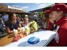 Skidlyftet 2018, längdåkaren Anna Dyvik fanns på plats för att överraska föreningarna