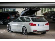 SEs Dachbox BMW aufgeklappt Web
