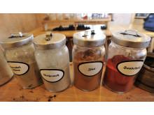 Ob Weihrauch, Tanne, Orange oder Sandel – jeder Räucherkerzen-Hersteller hütet seine Rezeptur.