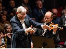 Kungliga Filharmonikerna Herbert Blomstedt dirigerar