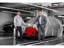 Patrick Danau, administrerende direktør i Audi Brussels, Audi e-tron i Misanorød, samt Peter Kössler, medlem af direktionen for produktion og logistik hos Audi AG