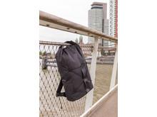 Stöldskyddad ryggsäck med kodlås, fastlåst