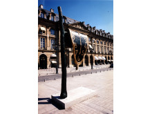 Persistence of Memory när den visades på Place Vendôme i Paris.