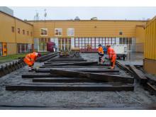Järnvägsväxel installeras på campusområdet på Luleå tekniska universitet