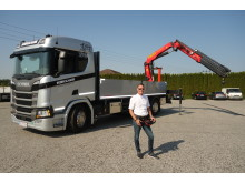Christoph Schickmair vor seinem neuen Scania R 500