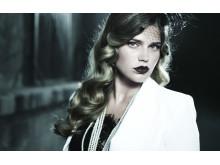 Ronja Manfredsson från Östhammar belönas bland annat med ett modellkontrakt hos agenturen Milk i London. Foto: Kanal 11