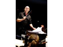 Hans Ek dirigerar och arrangerar musiken till MADE:s Björkhyllning 21 november 2015.