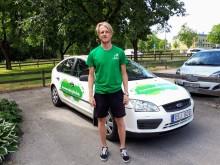 Max Eidstam kör runt i bilen och ordnar aktiviteter där de behövs