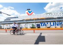 Valdo Kalm und Paavo Nõgene testen den Radweg im Hafen von Tallinn Terminal D. (Fotos: Raul Mee)