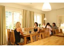 Stämningen i matsalen på Life CaP genomsyras av ett holistiskt synsätt.