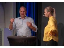 Jonas Sjöstedt (V) intervjuas av Kata Nilsson från Piteå-Tidningen.