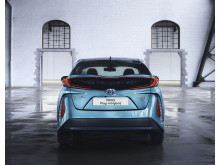 2016-toyota-prius-plug-in-hybrid-02