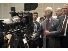 HM Konungen besöker Canon i Japan testar Canon 8K kamera