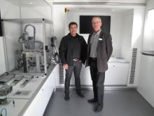 Ali Akbarzadeh, Operation Manager Sejfo och Marco Parnola, försäljningsansvarig på Bosch Rexroth