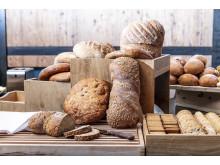 Ferskt brød og rundstykker er viktige elementer i en god frokost