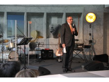 SINFONIMA Adventsmatinée - Dr. Lothar Stöckbauer (Vorstand SINFONIMA-Stiftung) beschreibt die Stiftung