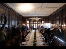 """Festlich ging es her: Das Saar-""""Tatort""""-Team drehte auch im großen Esszimmer von Schloss Saareck."""