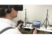 Prova på VR-teknik. Foto: C.Fahlen