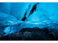 Breath-taking Icelandic ice caves