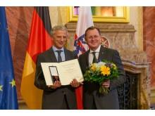 Thüringer Zahnarzt erhält Bundesverdienstordens für ehrenamtliches Engagement in der Entwicklungshilfe