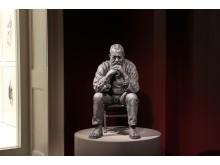 Sean Henry, Seated Man, 2016, bronze, exterior paint, 72 x 40 x 53 cm