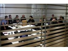 Tekniker i workshop programmerar växel i Göteborg
