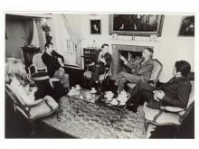 Från vänster: Eva S, Leif Biureborgh, Olof Palme, Maurice Duverger och Roland Dumas,