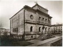 Skulpturmuseet, sett fra Universitetsgata. Antagelig tatt mellom 1890 og 1900.