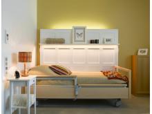Humanas äldreboende i Gävle - mjukt ljus vid sängen