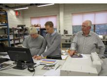 Lars Andresen (i midten) fra Canon har ansvaret for grafiske kunder i Hedmark.