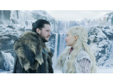 Jon Snow (Kit Harrington) og Daenerys Targaryen (Emilia Clarke) under det første afsnit af Game of Thrones 8.