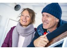 Paar an Bord