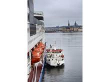AGAs LNG-bunkerfartyg Seagas och MS Viking Grace i Stadsgården, Stockholm