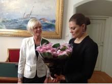 Odlare Maria Lundgren och Kronprinsessan Victoria vid överlämnandet