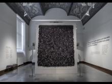 Svart Rya i Arkitekturhallen på Röhsska museet