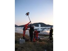Forskere henter prøver til analyse på bopladsen Qajaa