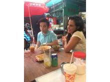 Tilde testar streetfood i Hongkong