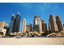 I Dubai er der kun få skridt mellem de kridhvide strande og nogle af verdens største shoppingområder.