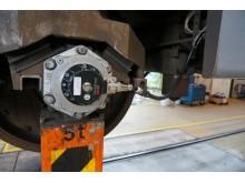 Pulsgivare och accelerometer monterad på hjulaxel
