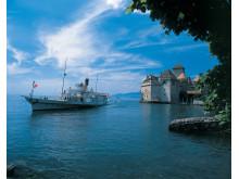 Das Dampfschiff Rhone auf dem Genfersee vor Schloss Chillon.  Copyright: Switzerland Tourism/Swiss Travel System By-Line: swiss-image.ch/Christof Sonderegger