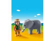 Tierpflegerin mit Elefant