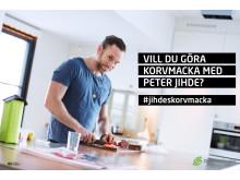 Peter Jihde förbereder korvmacka