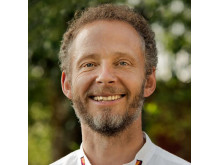 """Nikolas Berg, ekopedagog, utbildare och föreläsare. Medförfattare: """"Naturens rättigheter - när lagen ger fred med jorden"""""""