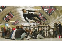 Ögonblicksbild ur MTR Express nya digitala actionreklam