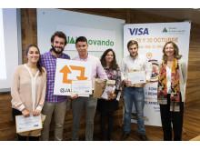 Integrantes del Proyecto Ganador (Kings Card) junto con los miembros del jurado