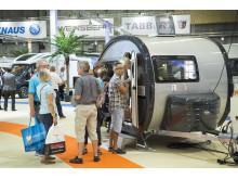 Kö till både stora och små husvagnar på Elmia Husvagn Husbil 2016