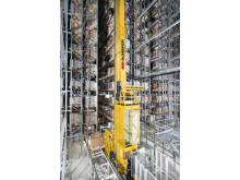 Otte inovative pallekraner placerer pallerne i højlageret og fungerer samtidig som brandslukningskøretøj