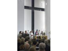 Biskop Per Eckerdal inviger Amhults kyrka