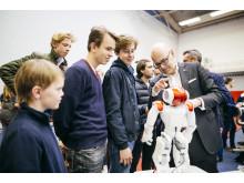 Plus-MINT Schüler und Ministerpräsident Torsten Albig beim Weltmarktführer-Forum